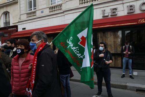 Un militant du SNJ lors du rassemblement place Herriot - Photo SNJ Mael L. Nicolas
